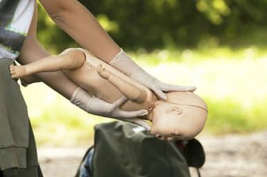 Manovre di disostruzione, saperle fare salva la vita a bambini ed adulti
