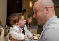 I papà possono e dovrebbero creare un buon rapporto con il proprio bebè