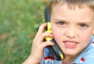 Cellulari ai bambini? Possono causare problemi alla memoria e attenzione