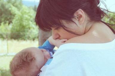 Il mammismo è di aiuto ai bambini a vincere le paure e lenire il dolore