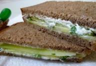 Sandwich al cetriolo e formaggio
