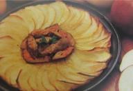 Patate e mele in tortino guarnito con filetto di manzo