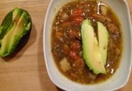 Zuppa di lenticchie e avocado
