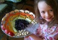 Giocare con frutta e verdura ne stimola l'assaggio
