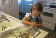 Insegniamo ai bambini a collaborare in casa