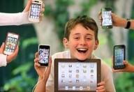 Bambini, computer, tablet e smartphone