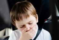 Mal d'auto nei bambini, come superare la cinetosi