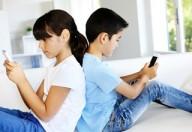 Troppo tempo davanti a smartphone, rischio miopia