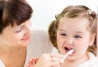 I denti devono essere lavati fin dalla loro fuoruscita