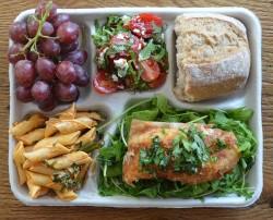 Vietato sprecare cibo: dal riciclo ai menu personalizzati