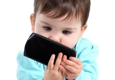 Smartphone e tablet, mai prima dei 2 anni