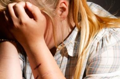 Adolescenti: uno su cinque si ferisce volontariamente