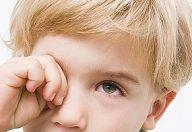 Occhi, cosa fare in caso di contusione o incidenti chimici