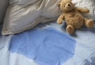 Enuresi: pipì a letto non è solo colpa dei geni